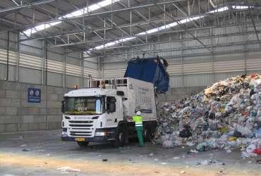 Pavilhão Reciclagem Interior Camião Frisomat